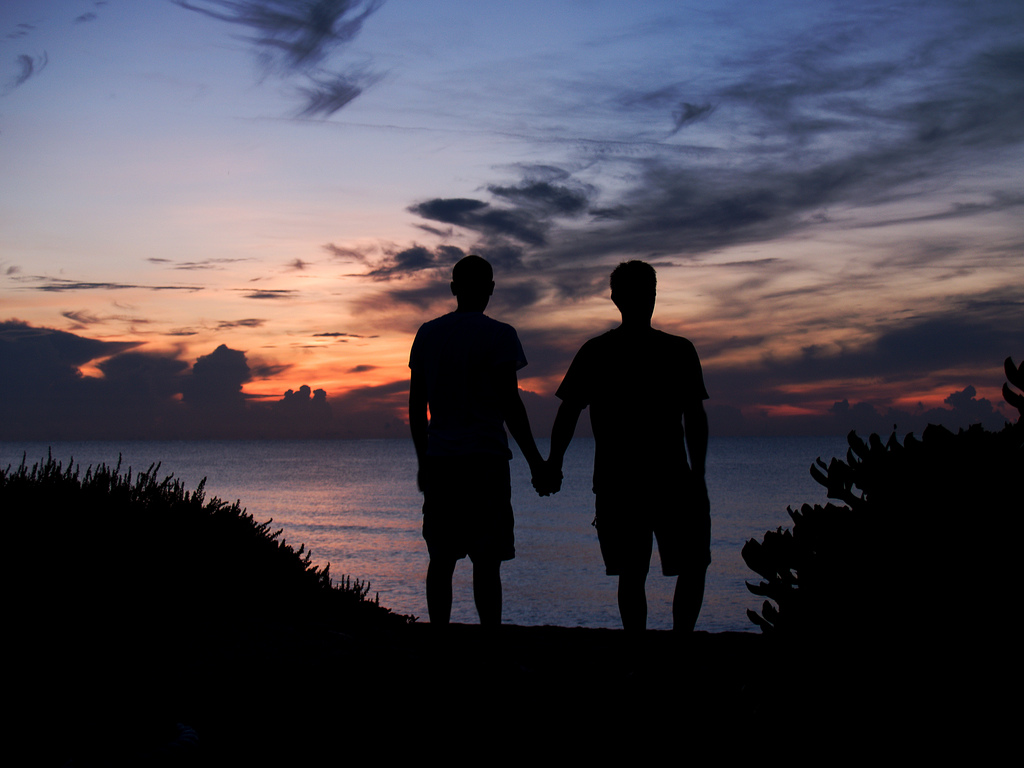 Gay Love Wallpaper Hd : Gaycities Photo challenge: Valentine s Kiss 2012 - Photo: Gay couple holding hands at dawn ...